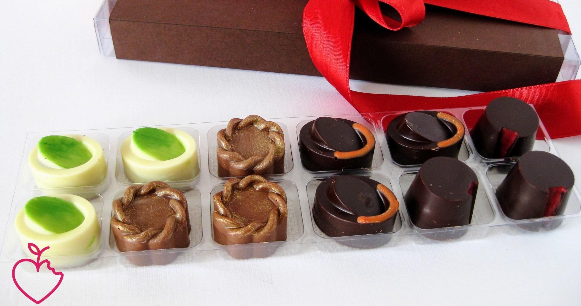 Cioccolatini ai 4 cioccolati ripieni per Natale