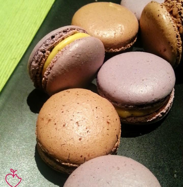 Macarons cioccolato e caffè e frutto della passione